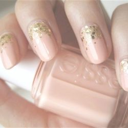 Nude + Glitter = Gorgeous! Add a touch of sparkle to your nails with these easy DIY ideas (photo via The Sense & Sensibility)