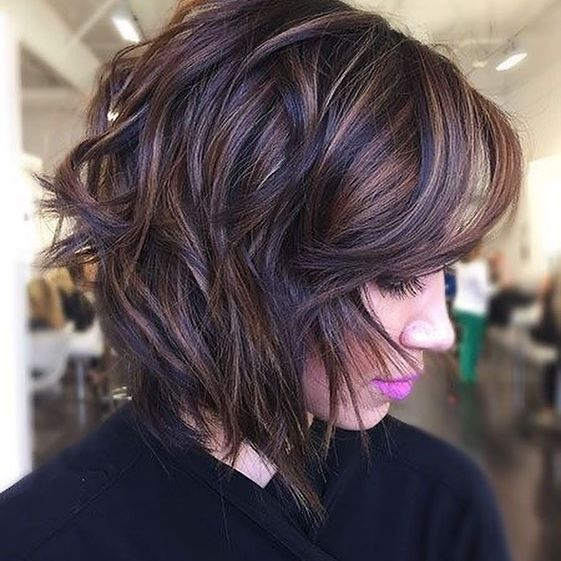 45 Stilvolle Frisuren Mittellang Stufig In 2020 Bob Frisur Haare Stylen Frisuren Fur Welliges Haar