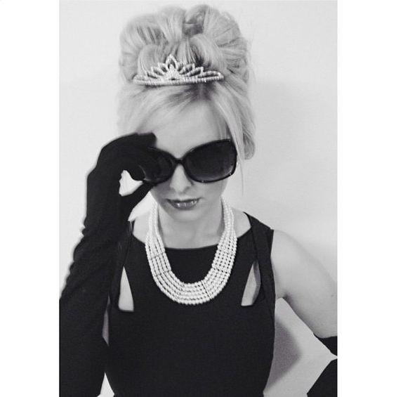 Pin for Later: Die 43 modischsten Halloween-Kostüme für Fashionistas Holly Golightly aus Breakfast at Tiffany's