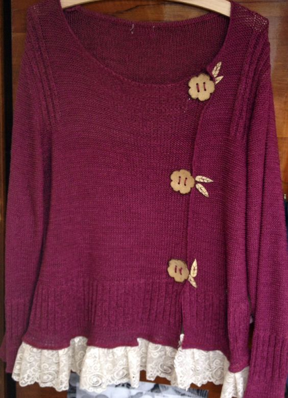 Upcycled jumper with lace: