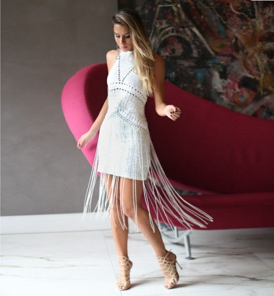 vestido-de-croche-com-franjas-e-costa-nua