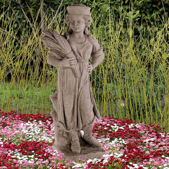 Gartenfigur 'Sommer': Vier-Jahreszeiten-Figuren. Antikisierter, frostfester Steinguss. - gefunden auf www.country-garden.de
