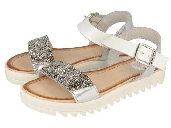 Pietra / Sandalias blancas de piel para niña con tira de incrustaciones joya en plata y suela dentada blanca. Corte, forro y plantilla en piel. Máxima comodidad y estilo en unas sandalias de verano.