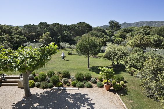 In Eygalières, our three charming studios, set in a peacefulgarden, are welcomingyou for your perfect Provence getaway in the heart of the Alpilles