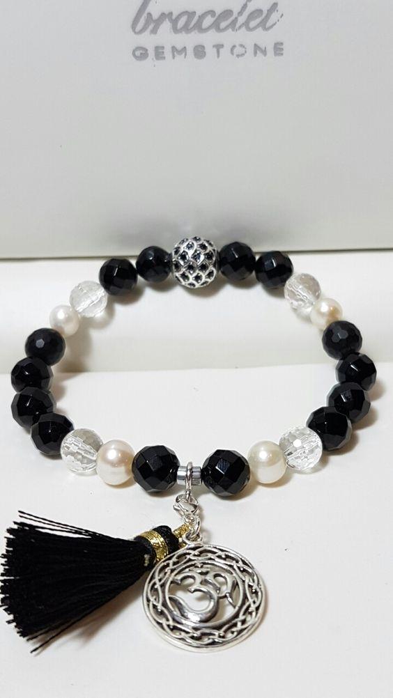 Bracelet Gemstone, Costa Rica. Diseños exclusivos con gemas y charms en plata 925.  Centro comercial Plaza Colonial, San Rafael Escazú, 200 mts Oeste del Cruce. LOCAL #1-11C. Horario: L-V de 8 a 5 pm TEL:2289-4950