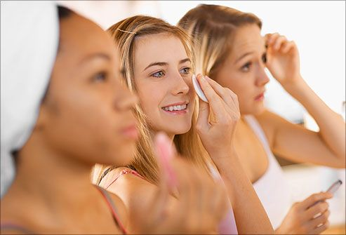 Do you know how to take care of your skin? See how to wash, moisturize, and take care of your face based on your skin type: normal, dry, oily, combination, or sensitive.