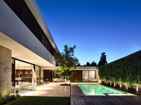 This contemporary 2,624 sq ft residence located in Melbourne, Australia, was designed by Workroom.