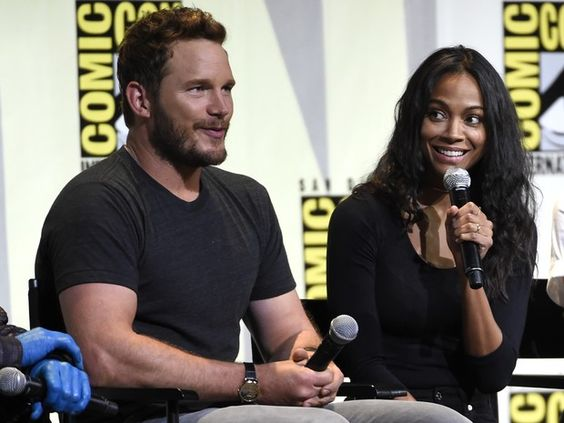 Chris Pratt (esq.) e Zoe Saldana durante painel sobre Guardiões da Galáxia 2 na Comic-Con (Foto:  Chris Pizzello/Invision/AP)