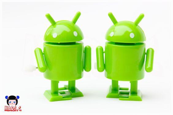 Boneco Android a corda.