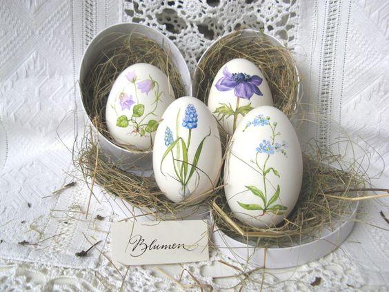 Gänseei mit blauer Frühlingsblüte - handbemalt von mein Bug -> dein Bug auf DaWanda.com: