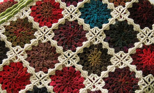 Flowers In The Snow by Solveig Grimstad part of the DaintyLoops.com pattern roundup.  Free Crocheted Blanket Pattern Roundup by Dainty Loops  http://daintyloops.com/2013/12/23/free-crocheted-blanket-pattern-roundup/  #crochet #crocheting #blanket #throw #decor #freepattern #pattern #roundup #yarn #diy #doityourself #howto #crochetpattern #free