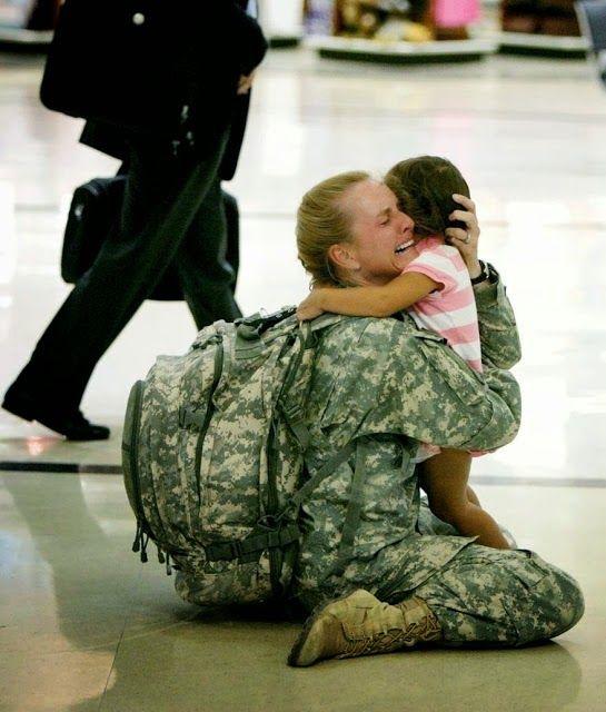 Terri Gurrola se reencontra com sua filha depois de servir no Iraque por 7 meses.