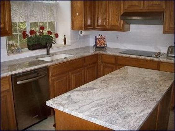 Bianco romano granite with oak cabinets kitchen for Granito blanco romano