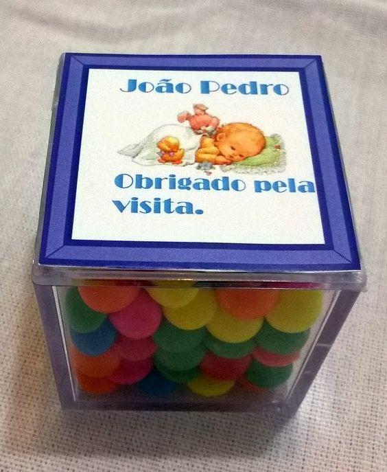 Caixinha de acrílico, linda para dar como lembrancinha em festas, batizados,maternidade ou o que você desejar. http://www.elo7.com.br/beijopintadoartesanato