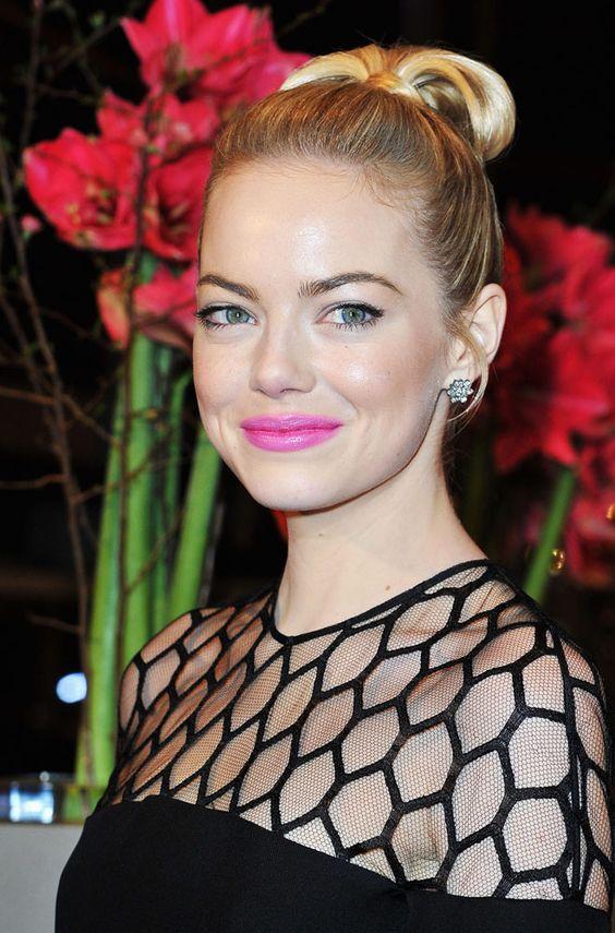 Belleza en fucsia, el lipstick que no puede faltarte esta primavera: Emma Stone
