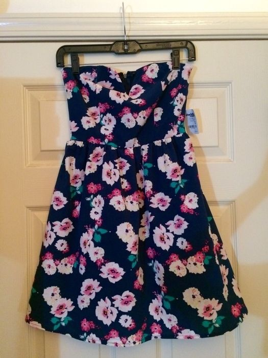 Strapless Floral Dress    [url]: http://www.vinted.com/sh/clothes/13436883-strapless-floral-dress