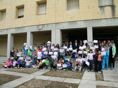 Escolares e instituciones se unen en torno a la seguridad vial infantil en la III Semana Mundial promovida por la ONU http://revcyl.com/www/index.php/sociedad/item/5874-escolares-e-instituciones