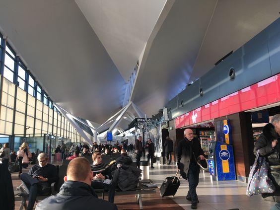 Зал ожидания вылета в Гданьском аэропорту