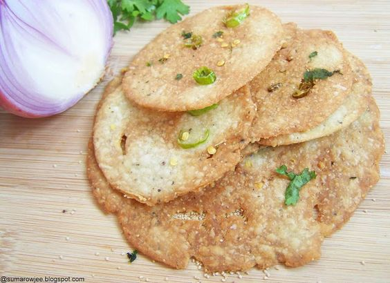 Galletas de cebolla y ajonjolí http://sumarowjee.blogspot.in/2013/02/onion-poppy-seed-crackers-and-crisp.html