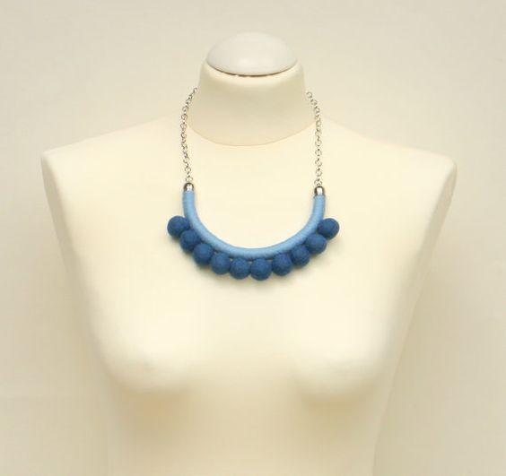 Pom pom blu tessuto corda collana con pompon collana di di MyBeata