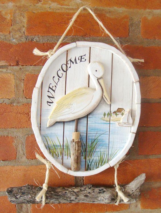 Pelicano, recorte em madeira e pintura a mão