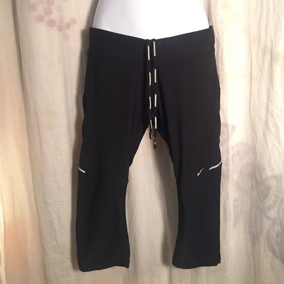 Nike Dri-fit black Capri Crop Running Pants sz M Good condition, no issues - let's be friends add me on Instagram @OrnamentalStone Facebook Group: Jaded And Traded Pinterest OrnamentalStone /Jaded And Traded Clothes For Sale xoxo Nike Pants Capris