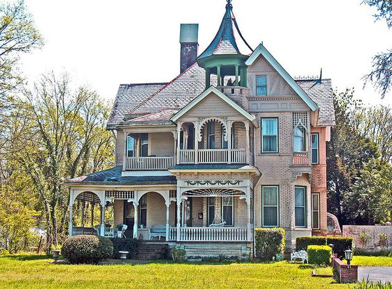 Evans House in Lebanon, TN. This was always one of my favorites on Main St.