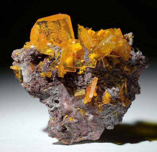 Wulfenite avec Mimetite  Rowley Mine, AZ Taille=1.2 in Stan Celestian