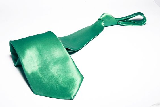 Gravata Tradicional Verde Claro Lisa Sem Nó - R$ 9,99