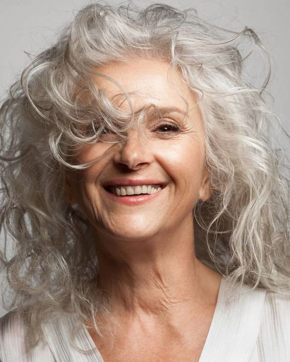 Cette agence est un défi pour l'industrie de la mode en embauchant seulement des modèles de plus de 45 ans, ils sont incroyable