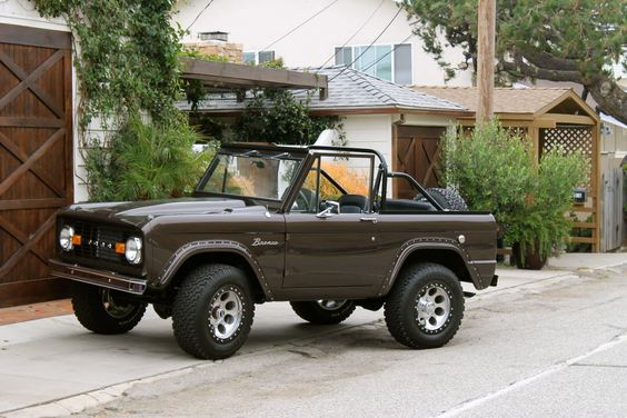 Jeremy Piven owns this brown classic early ford bronco, classy