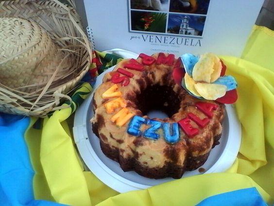 Chocoflan de Venezyela, flor yletras de chocolate