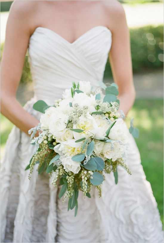 white wedding bouquet.. and THAT DRESS. love it.
