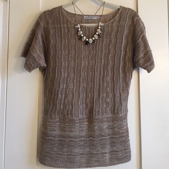 two-one-two new york light weight beige knit top This is a cute all season top!  Perfect neutral color to mix and match with anything! The knit is mostly beige with some darker and lighter yarn including white. Very PRETTY Gently worn- in great shape! I took the tag off the side because you could see it through the knit.  It's a size medium and has been washed in cold water and laid flat to dry. Not sure if those were the laundry directions but it's how I wash all my nicer clothing…