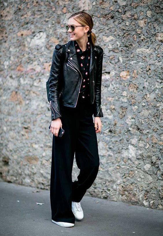 Pantalona + camisa é clássico, mas quando combinado à jaqueta de couro, sneakers e mochila passa a ser um urban super cool.