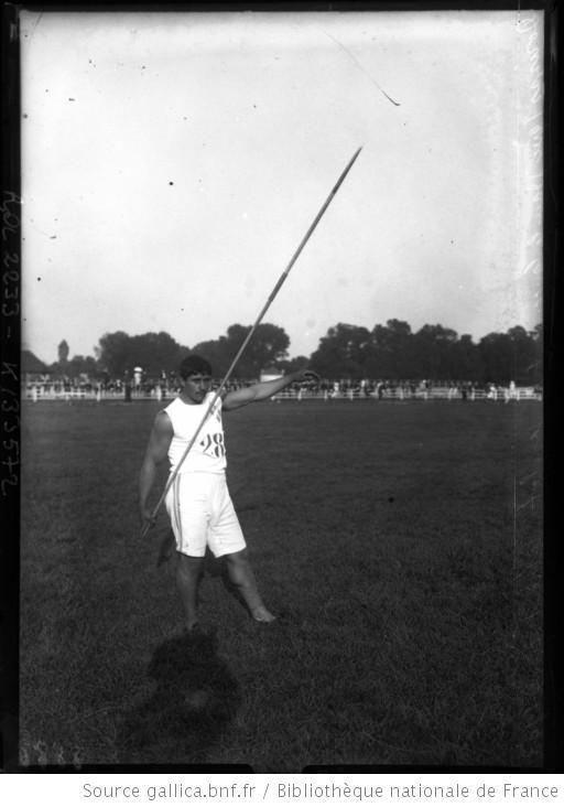 [Mikhalis] Dorizas dans le lancer de javelot, 1er août 1908 [J.O. de Londres] : [photographie de presse] / [Agence Rol] - 1