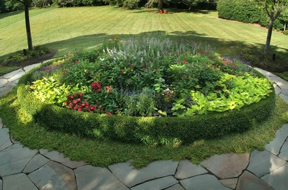 Flower bed round flagstone garden design sisson for Great landscaping ideas
