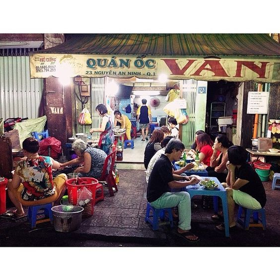 This is Ốc Vân, the streetside clams and seafood place that is a must-try for all who visit HCMC! Don't worry about food safety, I have never had stomach ache eating here!  @Queenanie Nguyen Instagram photos