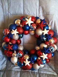 Easy DIY Patriotic Wreath for 4th of July, or Memorial Day. Perfect party idea.
