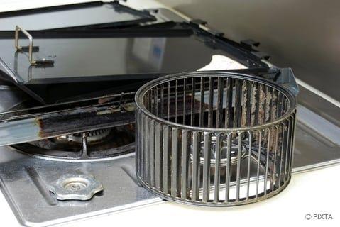 キッチンの換気扇のファンを洗う 換気扇 大掃除 掃除