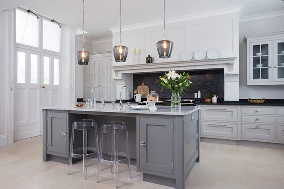 Hampshire: classic Kitchen by Lewis Alderson