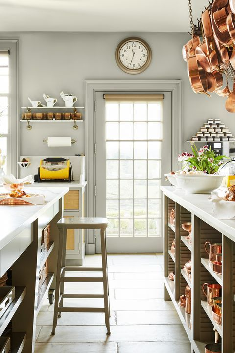 It S Official Martha Stewart Has The Most Impressive Kitchen We Ve Ever Seen Country Kitchen Decor Country Kitchen Designs Dining Room Paint