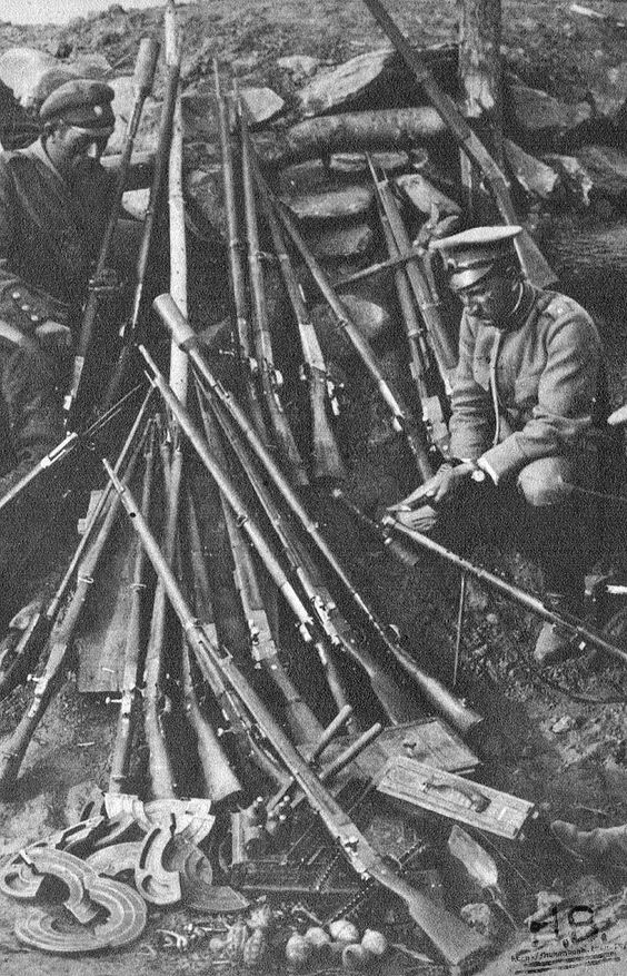 WW1, 1918. Russian soldier with French material. http://humanbonb.free.fr/Phototheque/images/phototheque/normal/223334773076.jpg