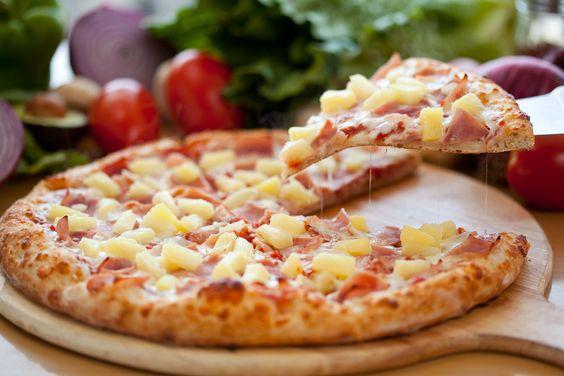 Me Encanta la Pizza: PIZZA HAWAIANA, RECETA DE PIZZA CON JAMON Y PIÑA