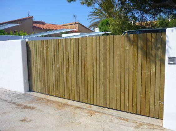 Puerta corredera con madera tropical
