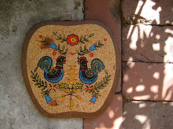 folk art cutting board. we have this at home :)