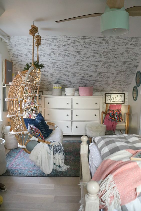 Christmas Decor in a Small Cape- Girls Shared Bedroom 0332