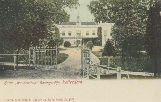 Gezicht op de villa Woudenstein, uit het zuidwesten. De buitenplaats lag aan de oostzijde van Trompenburg, tussen Honingerdijk en Groene Wetering. In 1912 werd er een sportpark gesticht mede tot het houden van wedrennen. Het huis werd in 1929 afgebroken. (datering: 1900, 3076)
