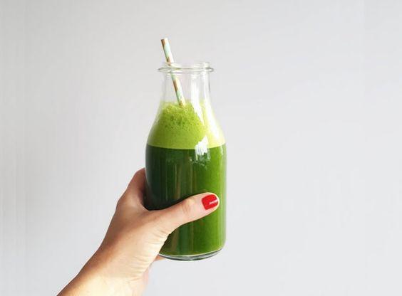 Oczyszczający i nawadniający zielony koktajl poranny