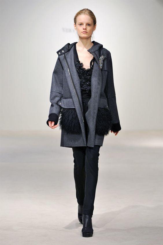 Vera Wang Pre-Fall 2010 Fashion Show - Hanne Gaby Odiele